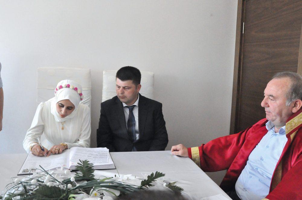 Sungurlu'da Belediye İtfaiyesinde görevli Ahmet Emre Şahin, Faslı Najat El Khaıl ile nikah kıydı. | Sungurlu Haber