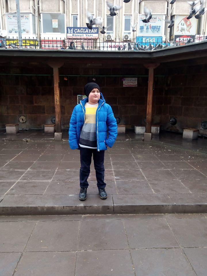 Sungurlu'ya bağlı İmirli Köyü nüfusuna kayıtlı Burak Belge, yakalandığı beyin tümörü hastalığından dolayı genç yaşta hayatını kaybetti. | Sungurlu Haber