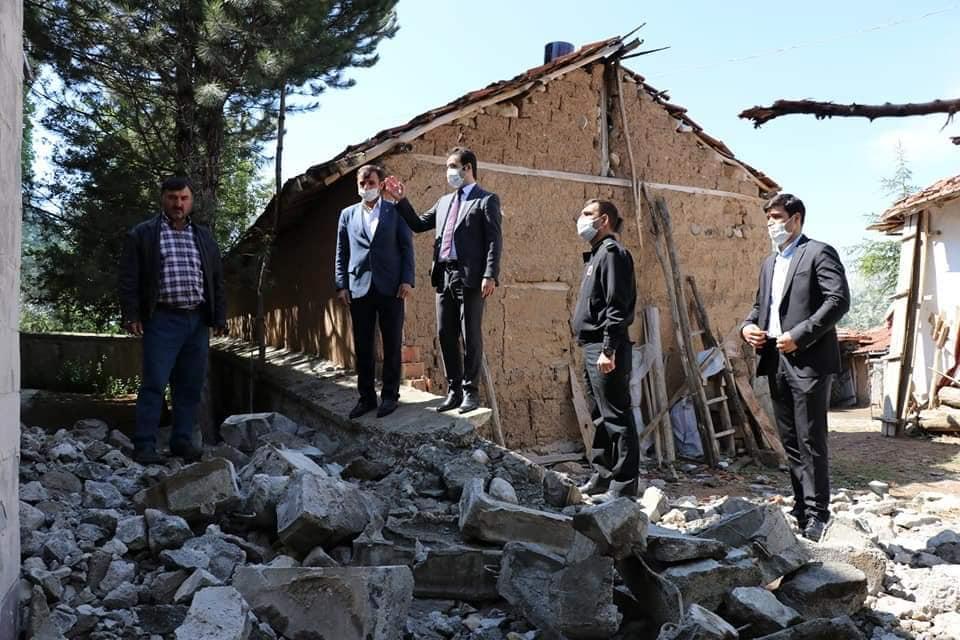 Aşağıfındıklı köyünün fırtınada zarar gören minaresi Sungurlu Kaymakamlığının aldığı yıkım kararıyla yıkılmaya başlandı.   Sungurlu Haber