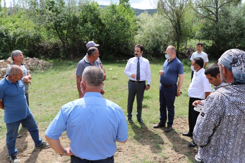 Boğazkale Kaymakamı ve Sungurlu Kaymakam Vekili Yunus Ataman'ın geçtiğimiz hafta yaptığı Eşme köyü ziyareti esnasında tespit ettiği içme suyu sıkıntısının çözümü için çalışmalara başlandı. | Sungurlu Haber