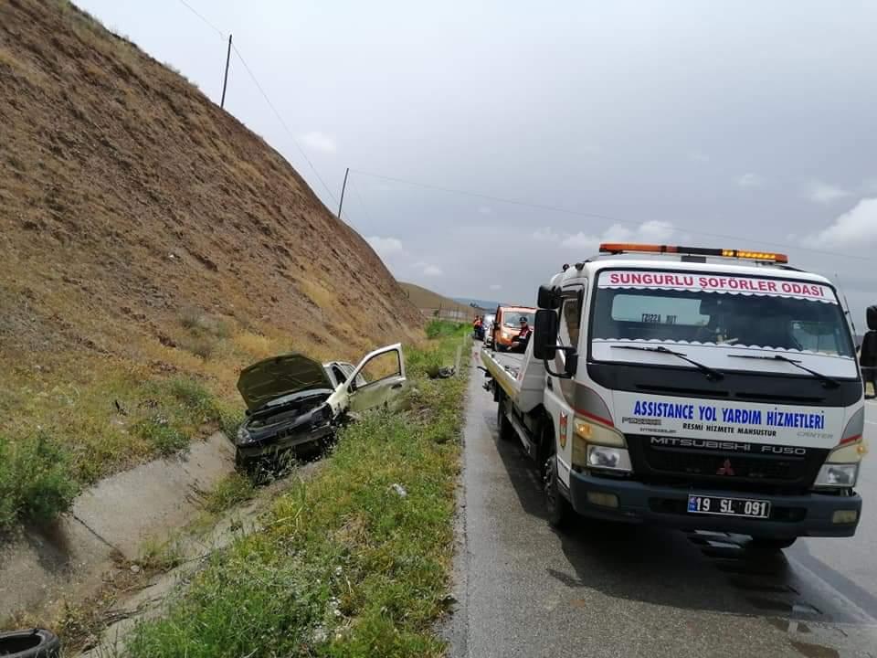 Sungurlu'da kontrolden çıkan otomobilin su kanalına uçması sonucu 1 kişi yaralandı. | Sungurlu Haber