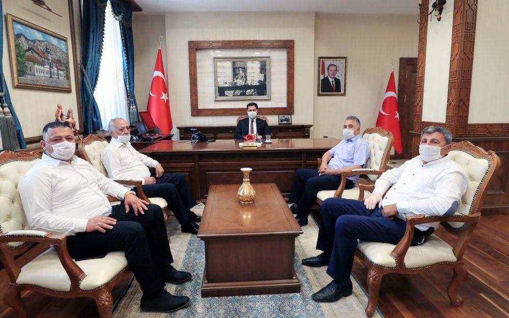 Sungurlu Bakkallar ve Bayiler Odası Başkanı Osman Aşutoğlu son valiler kararnamesi ile Ardahan valiliğinden Amasya Valiliğine atanan hemşerimiz Mustafa Masatlı'yı makamında ziyaret etti.