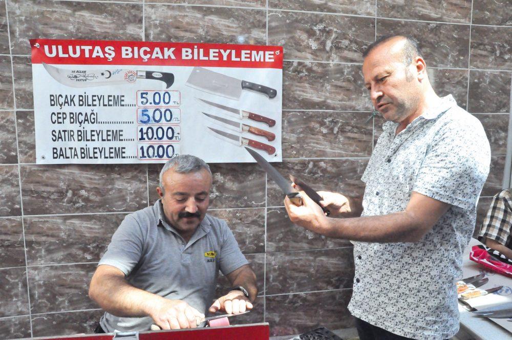 Sungurlu'da Kurban Bayramı öncesinde hem satış, hem de bileme siparişleri artan bıçakçılar, yoğun mesai harcıyor. | Sungurlu Haber