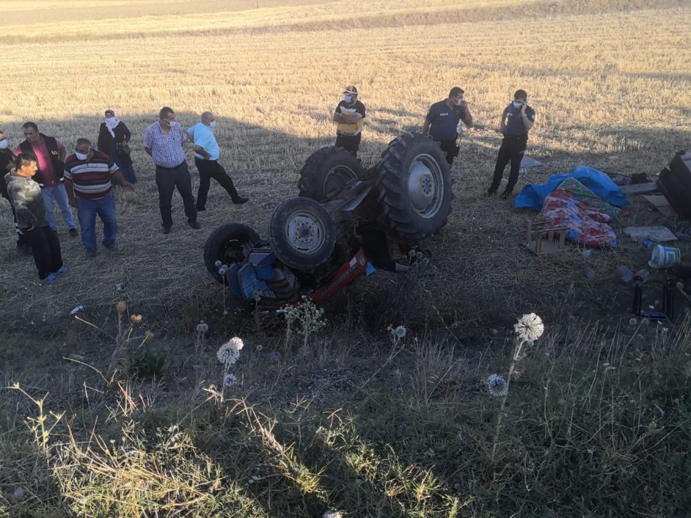 Sungurlu'da devrilen traktörün altında kalan sürücü hayatını kaybetti. | Sungurlu Haber