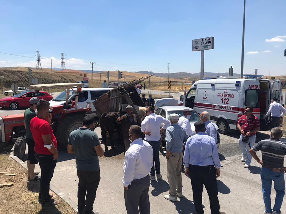 Otomobil ile Traktör Çarpıştı: 1 Yaralı » Otomobil, sungurlu haber, sungurlu kaza, trafik kazası, traktör