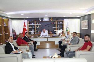 İstanbul Büyükşehir Belediyesi Mahalli İdareler Koordinatörünü Bülent Akköse ve Yardımcısı Osman Çayak Belediye Başkanı Abdulkadir Şahiner'i makamında ziyaret etti.   Sungurlu Haber