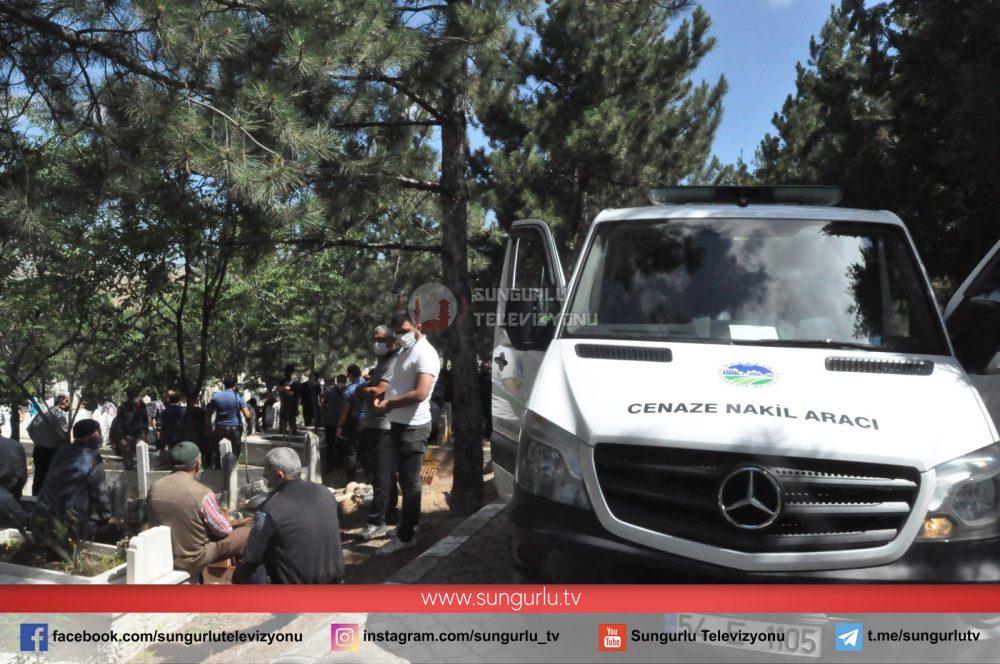Sakarya'nın Hendek ilçesinde meydana gelen havai fişek fabrikası patlamasında hayatını kaybeden Ramazan Kor'un cenazesi toprağa verildi. | Sungurlu Haber