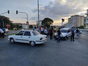 Kavşakta İki Otomobil Çarpıştı » Sungurlu Haber
