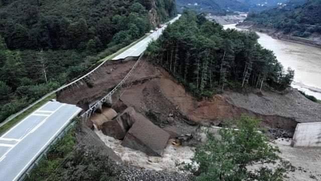 Sungurlu Belediye Başkanımız Abdulkadir Şahiner, dün akşam Giresun'da meydana gelen sel felaketinde büyük yıkım ve kayıp yaşayan vatandaşlarımızın yanında olduklarını ifade etti. | Sungurlu Haber