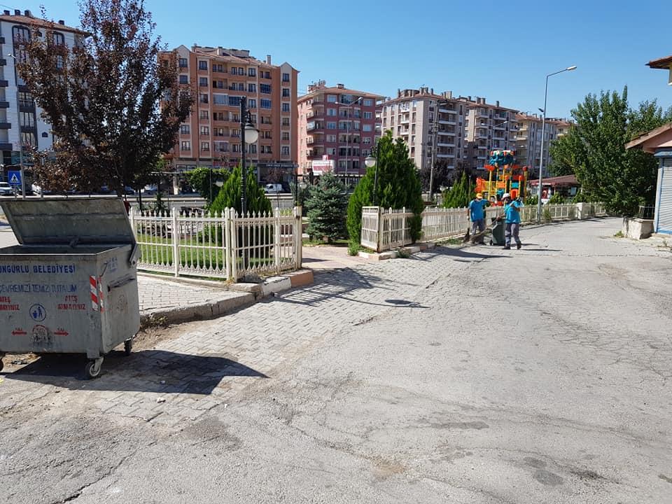 Sungurlu Belediye Başkanlığı Fen İşleri Müdürlüğü ve Temizlik İşleri Müdürlüğü ekipleri var gücüyle çalışmalarına devam ediyor.   Sungurlu Haber
