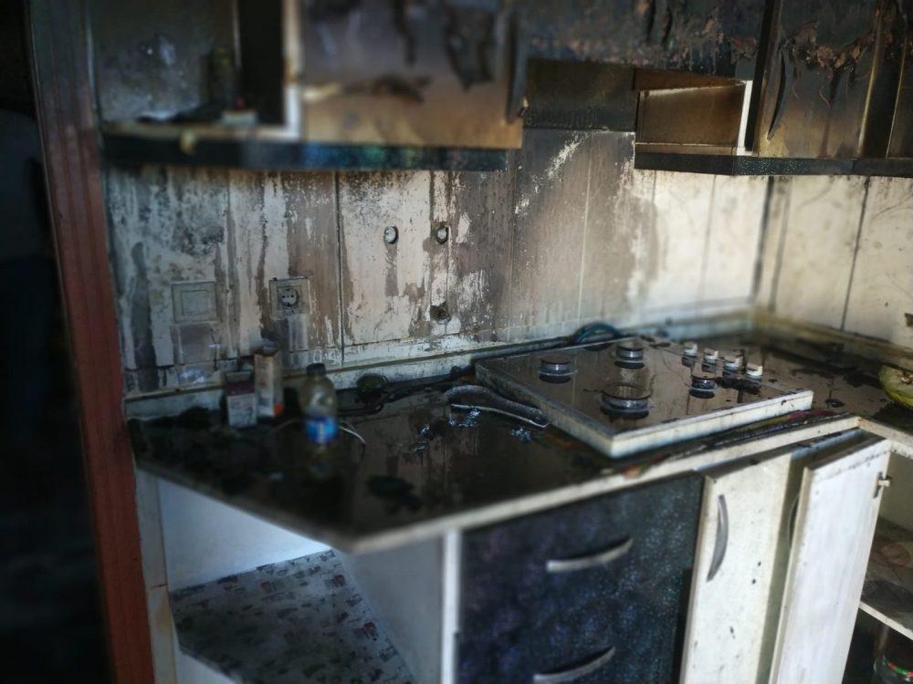 Sungurlu'ya bağlı Kula Köyü'nde bir evde yangın çıktı. Mutfak kısmından çıkan yangın itfaiye ekipleri tarafından söndürüldü. | Sungurlu Haber