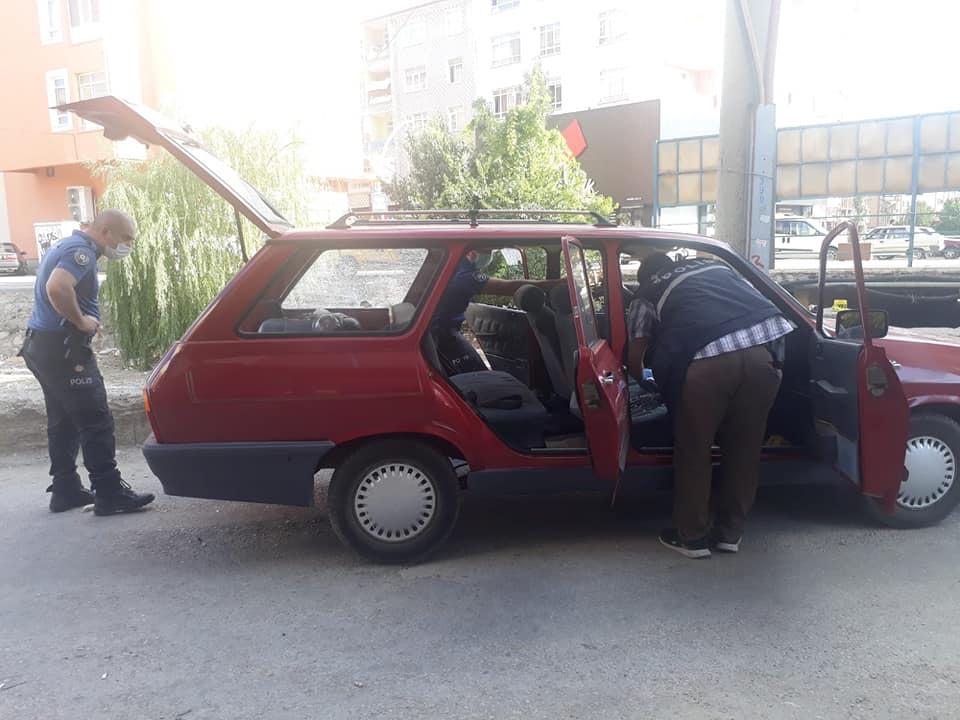 Sungurlu'da meydana gelen olayda 1 kişi yaralandı. Edinilen bilgiye göre Başpınar Mahallesinde henüz bilinmeyen bir sebepten dolayı bir araçtan başka bir araca açılan ateş sonucu araç sürücüsü genç yaralandı. | Sungurlu Haber