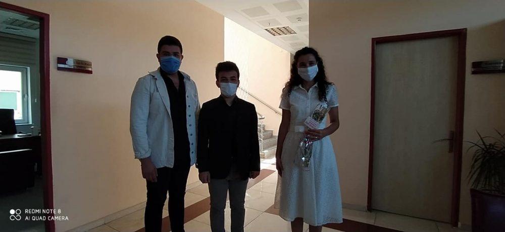 Ülkü Ocaklarından Sağlık Çalışanlarına Karanfil