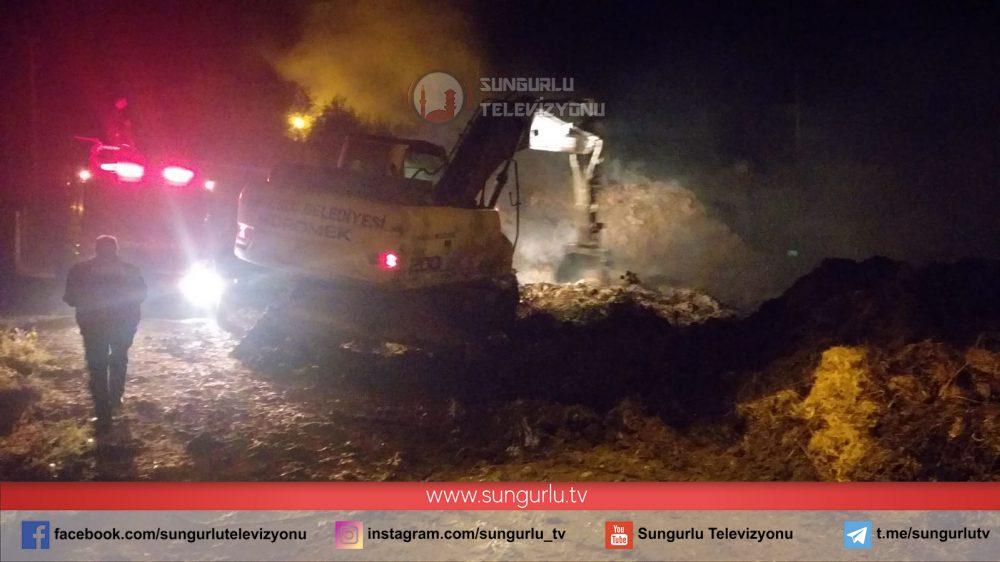 Sungurlu'da çıkan yangında yaklaşık 6 bin balya saman kül oldu. Edinilen bilgilere göre olay Kemallı Köyü beş evler mevkiinde meydana geldi. | Sungurlu Haber