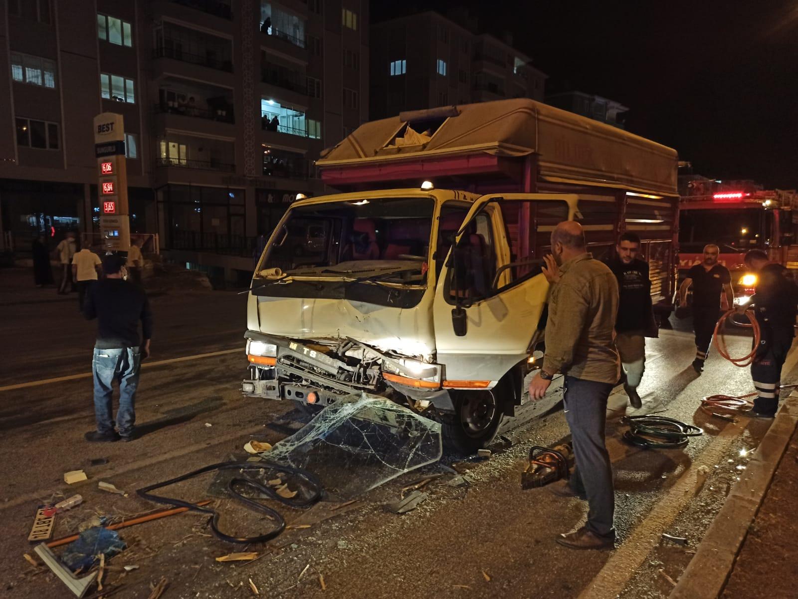 sungurlu kaza hitit kavşağı yaralı kamyonet ile traktör çarpıştı