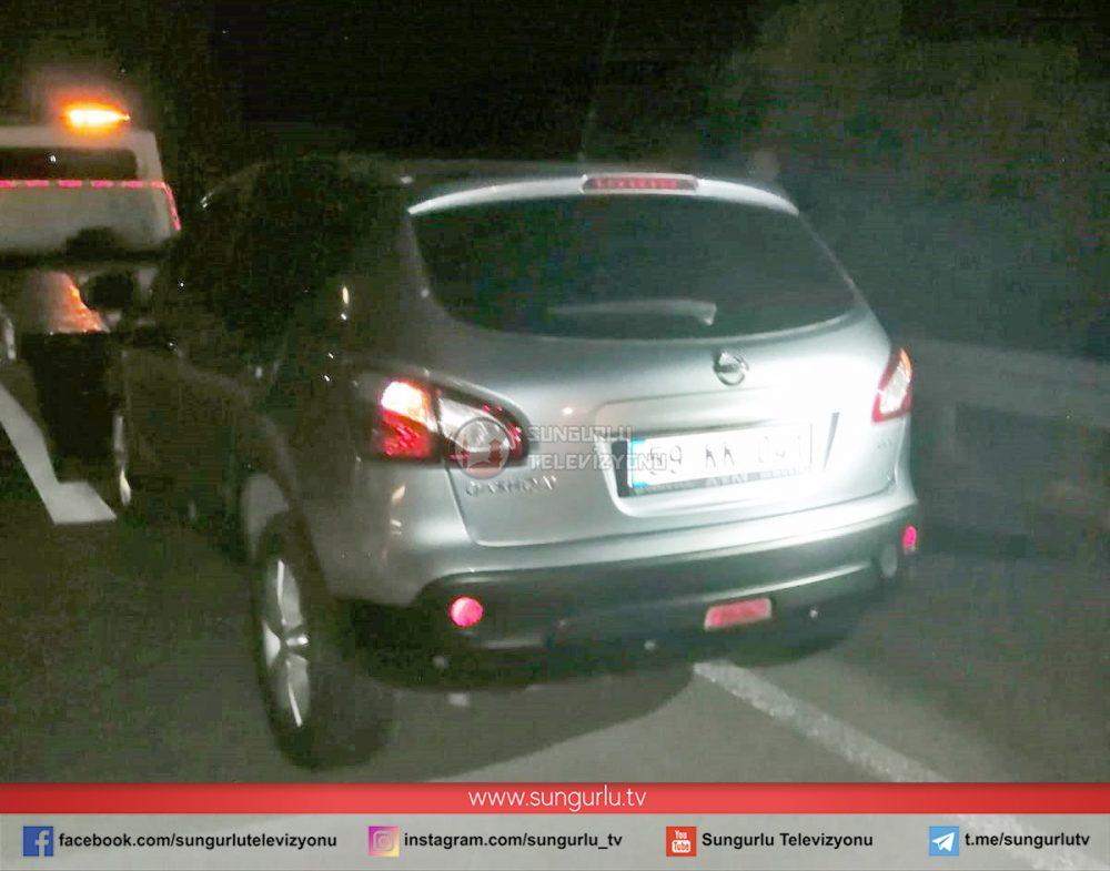 Aniden yola çıkan inek kazaya neden oldu. Kazada 3 araçta maddi hasar meydana geldi. | Sungurlu Haber