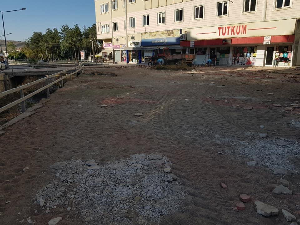 Sungurlu Belediye Başkanı Abdulkadir Şahiner, Sungurlu Belediyesi ilçede başlattığı yol yapım çalışmalarına hız kesmeden devam ediyor. | Sungurlu Haber