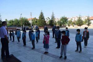 Sepetci, Öğrencilerle Bayrak Törenine Katıldı » Sungurlu Haber