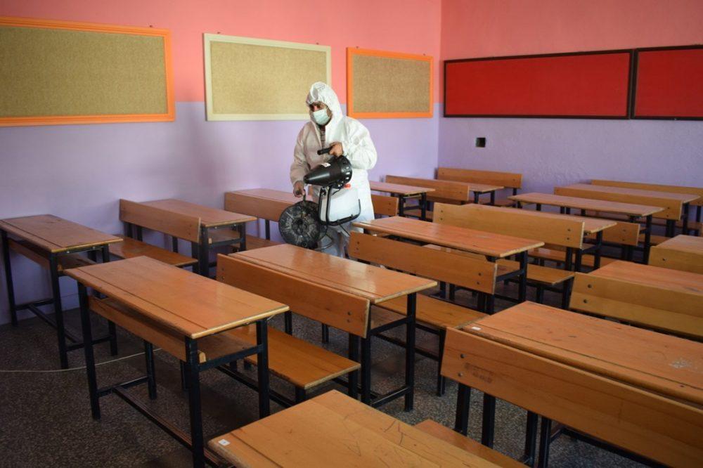 İlçe Milli Eğitim Müdürlüğü tarafından tüm okul ve kurumlarımızda korona virüsüne karşı dezenfekte çalışması başlatıldı. | Sungurlu Haber