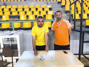 Sungurlu Belediyesi erkek voleybol takımın da altyapıdan yetişen, ilimizi ve ilçemizi Türkiye 2. Voleybol Ligi'nde temsil edecek olan Sungurlunun efeleri profesyonel imzaları attı. | Sungurlu Haber
