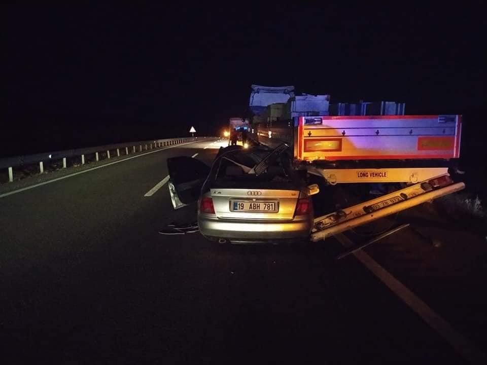 Otomobil TIR'a Arkadan Çarptı : 2 Yaralı » Sungurlu Haber