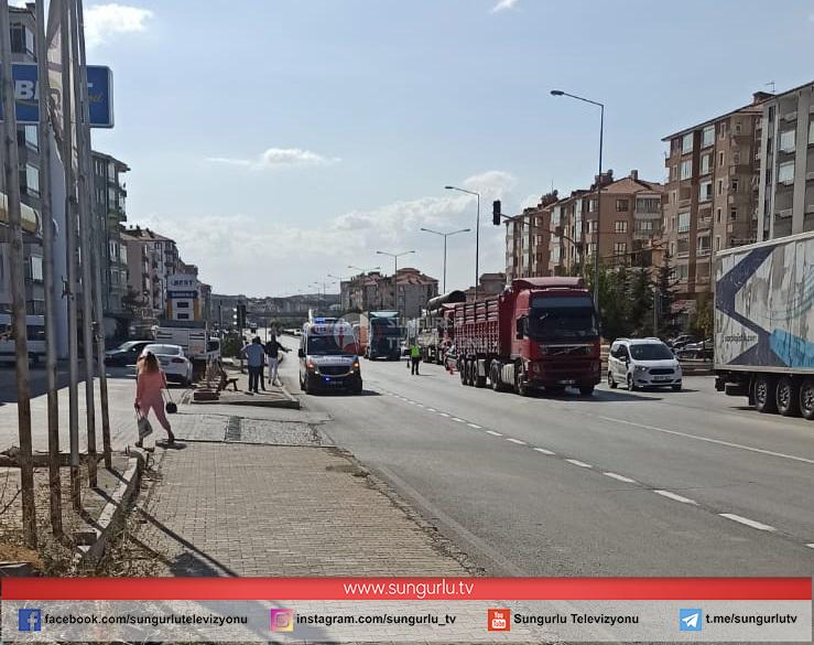 Sungurlu'da, yolun karşı tarafına geçmeye çalışan yaya, TIR'ın çarpması sonucu ağır yaralandı.   Sungurlu Haber