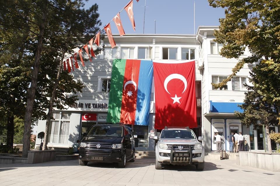 sungurlu belediye azerbaycan bayrak astı sungurlu tv haber (1)