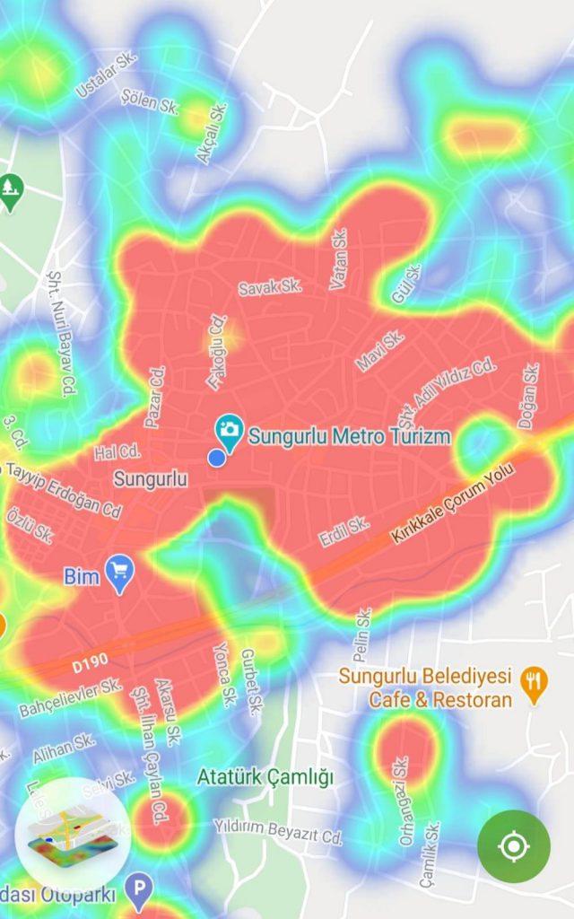 Sungurlu'da ki yoğunluk haritası vatandaşları tedirgin etmeye başladı. Mezarlıkların bulunduğu bölgeler hariç tüm ilçe korona virüs testi pozitif çıkan yada virüslü vatandaşlarla temaslı olduğu tespit edilerek karantinaya alınan kişilerin adreslerinin bulunduğu bölgelere göre hazırlanan yoğunluk haritasındaki kırmızı renk durumun ciddiyetini gözler önüne serdi. | Sungurlu Haber