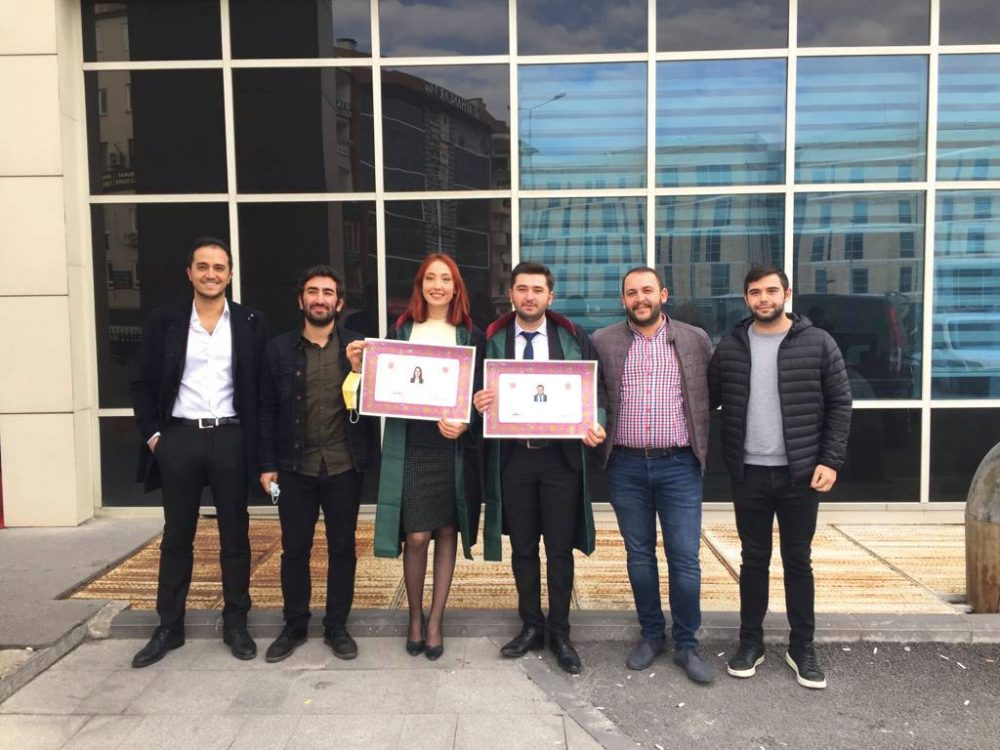 Mehmetbeyli Köyünden Tuncay Ceylan'ın oğlu, Sungurlu'da yetişen genç Avukat Hasan Ceylan, Kayseri Baro Başkanı Av. Cavit Dursun'un da katıldığı törenle cübbe giyip, yemin ederek mesleğe ilk adımı attı.   Sungurlu Haber