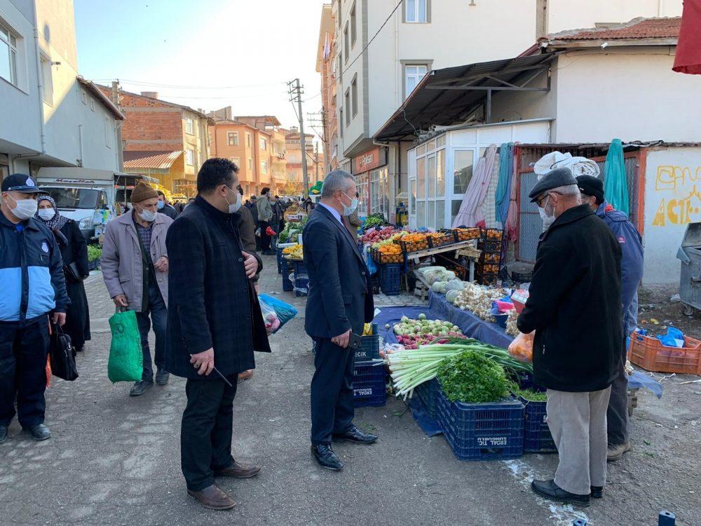 Sungurlu Belediye Başkan Yardımcısı Mükremin Dağaşan, Perşembe pazarında incelemelerde bulundu. | Sungurlu Haber