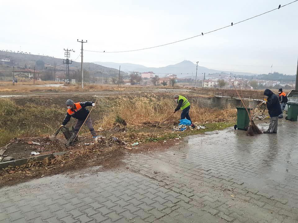 Sungurlu Belediye Başkanı Abdulkadir Şahiner, dere yataklarına atılan çöplerin temizlendiğini açıkladı. Başkan Şahiner, mesajında sitem etti.