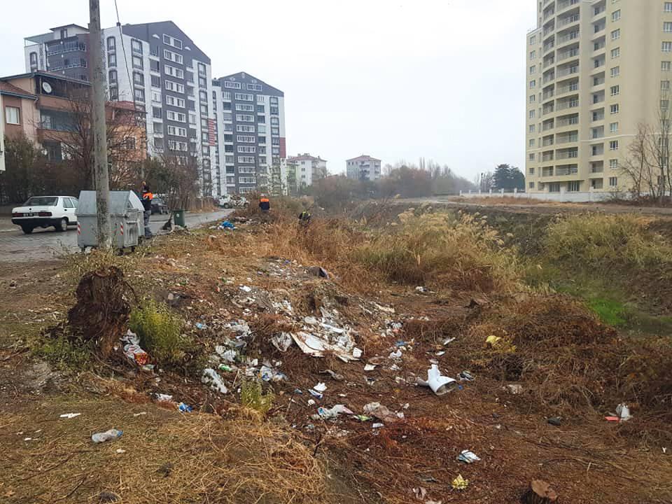 Sungurlu Belediye Başkanı Abdulkadir Şahiner, dere yataklarına atılan çöplerin temizlendiğini açıkladı. Başkan Şahiner, mesajında sitem etti. | Sungurlu Haber