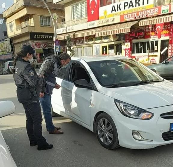 Sungurlu'da korona virüsle mücadele tedbirleri kapsamında uygulanan sokağa çıkma kısıtlamasında Sungurlu Emniyet Müdürlüğü polis ekipleri denetimlerini sürdürüyor.2