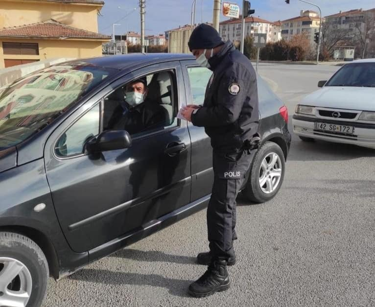Sungurlu'da korona virüsle mücadele tedbirleri kapsamında uygulanan sokağa çıkma kısıtlamasında Sungurlu Emniyet Müdürlüğü polis ekipleri denetimlerini sürdürüyor.