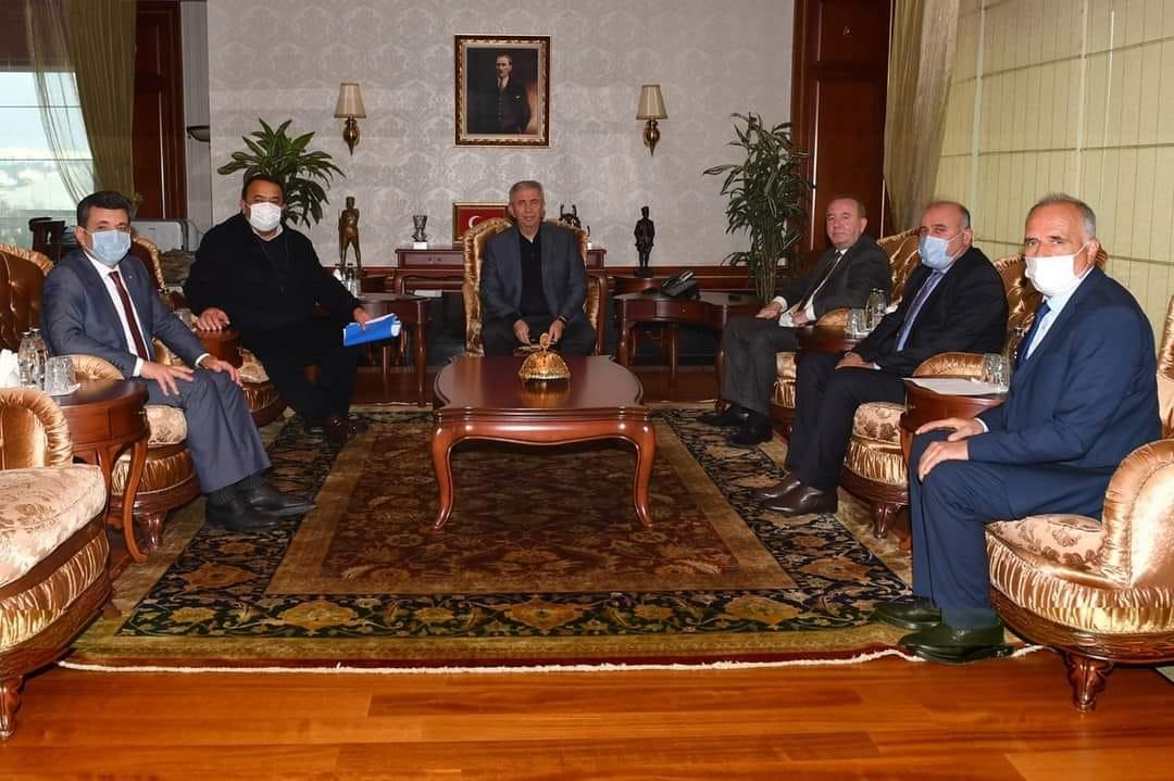 Başkan Abdulkadir Şahiner, üst üste gerçekleştirdiği ziyaretlerin ardından sosyal medya üzerinden 'Kazanan Sungurlu olacak' sloganı ile yaptığı paylaşımlarla Sungurlu'nun önümüzdeki dönemlerde projelere doyacağının sinyallerini verdi.