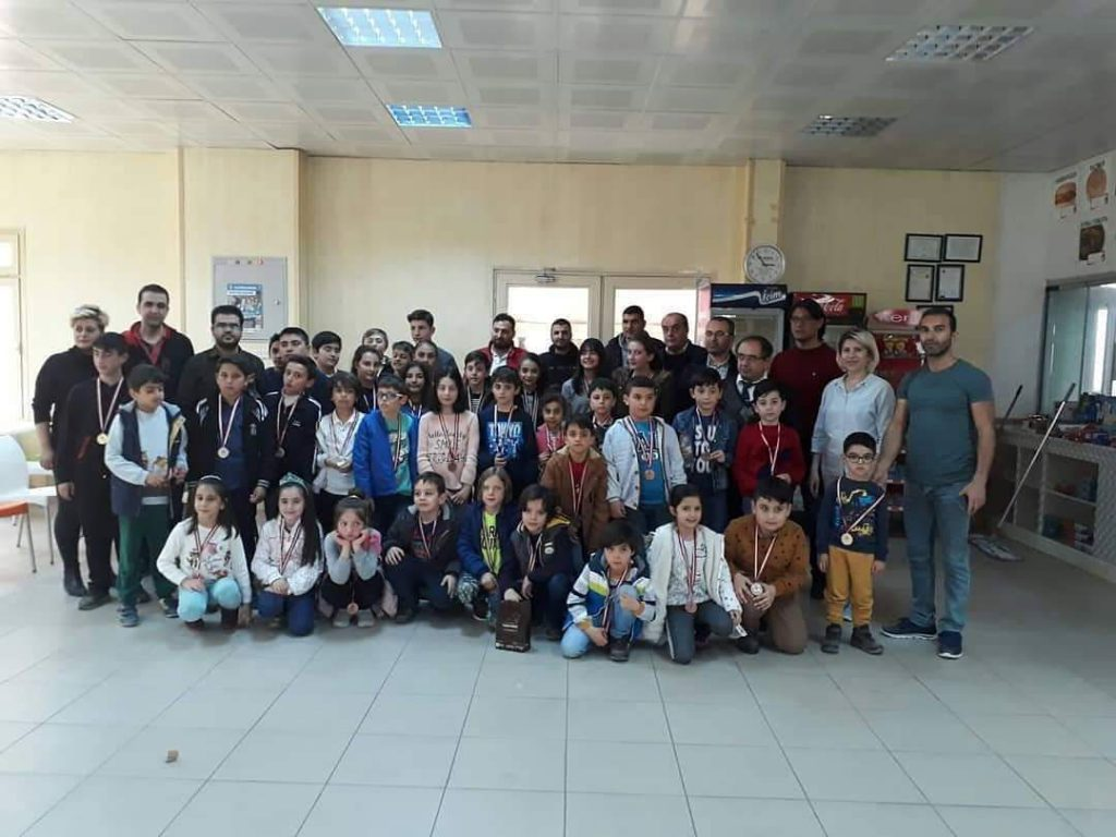 Sungurlu Eğitim Gençlik Ve Spor Kulübü, ilçede satranç severler ve öğrenciler için 'Karantina Başlayınca Satranç Oyna Sungurlu' etkinliği düzenliyor. | Sungurlu Haber