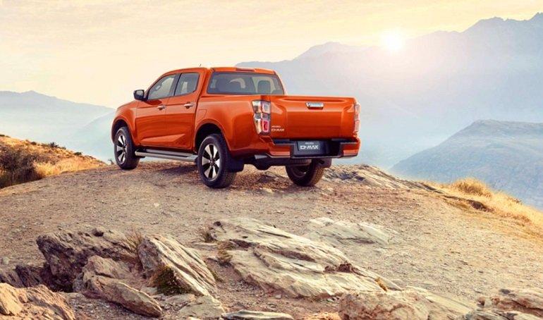 Anadolu Isuzu'nun pick-up segmentindeki D-Max'in üçüncü jenerasyonu Türkiye'de satışa sunuldu. Geçen sene üretildiği yer olan Tayland'da yollara çıkan 3. nesil Isuzu D-Max'ın fiyatı ve özellikleri de belli oldu. | Sungurlu Haber