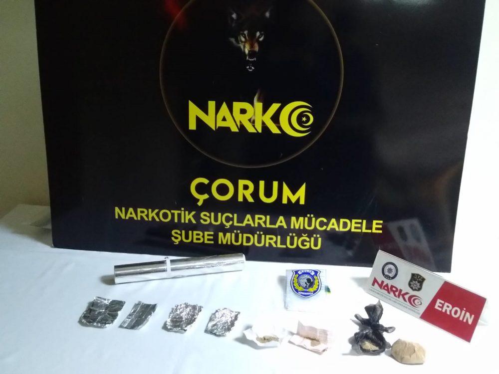 Çorum İl Emniyet Müdürlüğü Narkotik Suçlarla Mücadele Şube Müdürlüğünce son bir ay içerisinde İl Merkezi, Sungurlu ve Osmancık ilçelerinde yaptığı operasyonlar neticesinde toplam 66 şüpheli şahsı yakaladı. | Sungurlu Haber