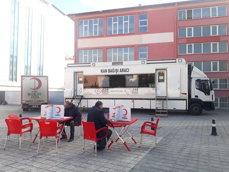 Türk Kızılay'ı Çorum Kan Bağışı Merkezi tarafından düzenlenen kan bağışı kampanyası başladı. Kızılay ekibi Atatürk Meydanı'nda, saat 11.00 ile 18.00 saatleri arasında kan bağışlarını kabul edecek.