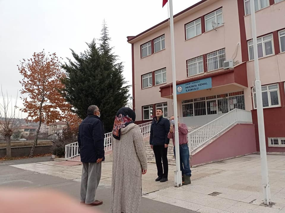 Milli Eğitim Bakanlığı'nın dün yaptığı açıklama sonrası bugün İlçemiz'deki tüm okullarda İstiklal Marşı okundu. | Sungurlu Haber