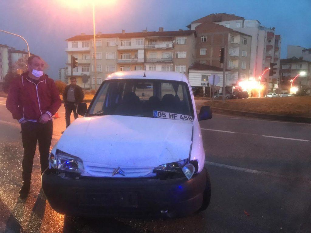 Ankara-Samsun karayolu Paşa Köprüsü'nde meydana gelen trafik kazasında 2 otomobil çarpıştı. Meydana gelen kazada bir kişi hafif şekilde yaralanırken, yaralı kaza yerine çağrılan ambulansla Sungurlu Devlet Hastanesi'ne kaldırılarak tedavi altına alındı. | Sungurlu Haber
