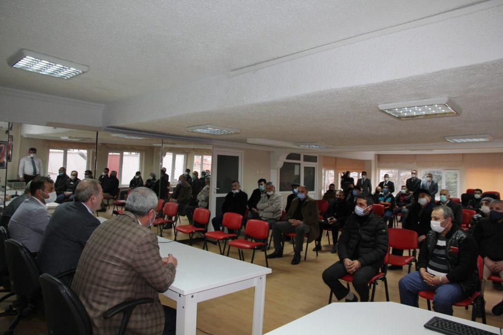 Sungurlu Belediye Başkanı Abdulkadir Şahiner, pandemi sebebiyle iş yerleri kapalı olan esnaflara nakit yardımında bulundu. | Sungurlu Haber