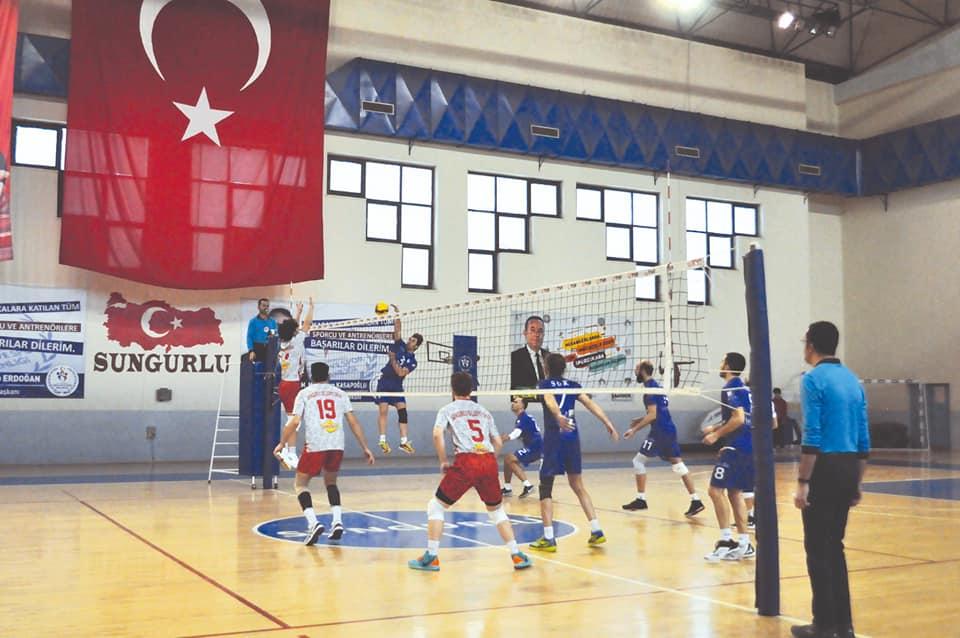 Erkekler 2. Lig 2. grupta temsilcimiz ikinci yarının ilk maçında evinde SGK'yı 3-0 yenerek ikinci devreye de üç puanla iyi başlangıç yaptı.   Sungurlu Haber