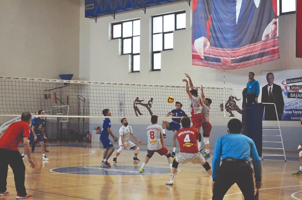 Erkekler 2. Lig 2. grupta temsilcimiz ikinci yarının ilk maçında evinde SGK'yı 3-0 yenerek ikinci devreye de üç puanla iyi başlangıç yaptı. | Sungurlu Haber