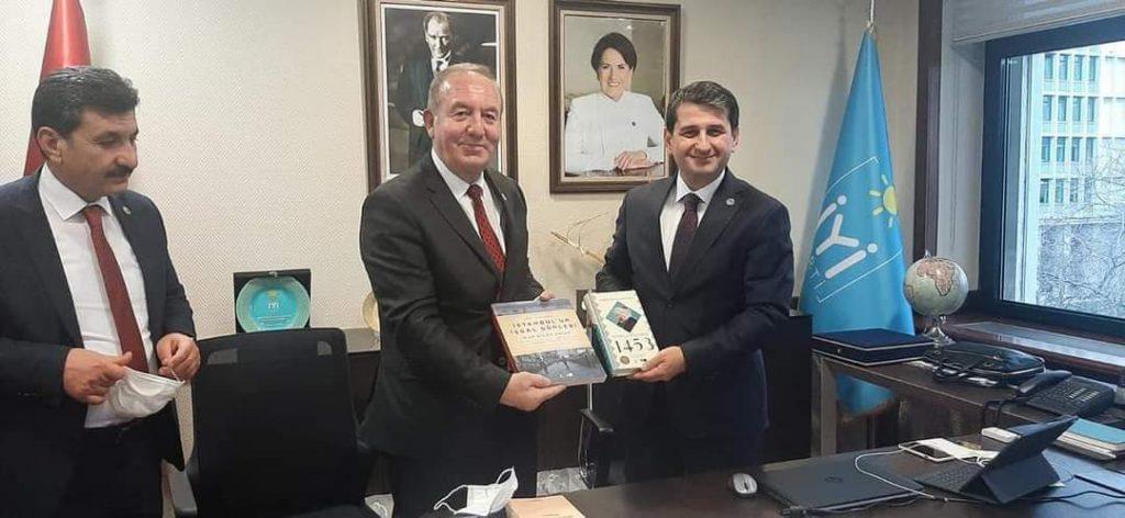 Sungurlu'nun taleplerini iletmek üzere İstanbul'a giden Sungurlu Belediye Başkanı Abdulkadir Şahiner, iki gün boyunca İstanbul'da ziyaretlerde bulundu. | Sungurlu Haber