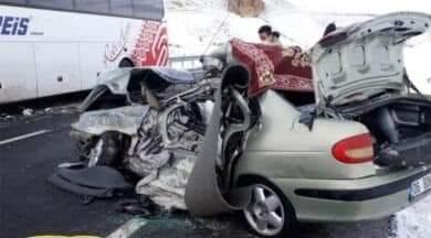 Erzurum'un Horasan ilçesinde yolcu otobüsü ile otomobil çarpıştı. Kazada otomobilde bulunan Sungurlu Uzman Çavuş, eşi ve çocuğu hayatını kaybetti. | Sungurlu Haber