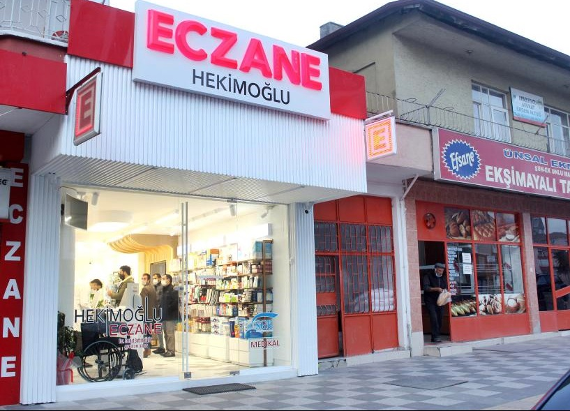 İlçemizde faaliyet gösteren Hekimoğlu Eczanesi yeni yıl itibari ile yeni adresinde faaliyetine başladı. | Sungurlu Haber