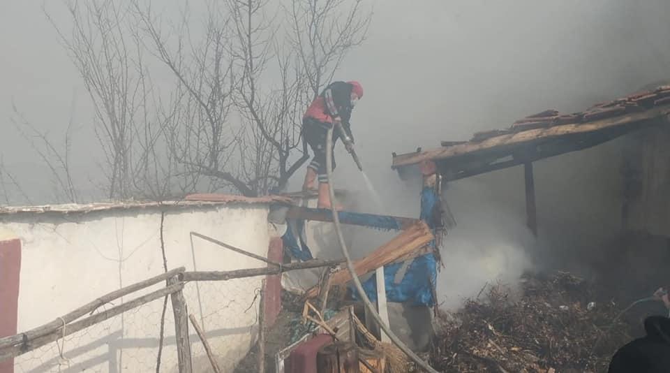 Sungurlu'da meydana gelen yangında tandırlık kül oldu. Edinilen bilgilere göre yangın ilçeye bağlı Büyükincesu Köyünde meydana geldi. | Sungurlu Haber