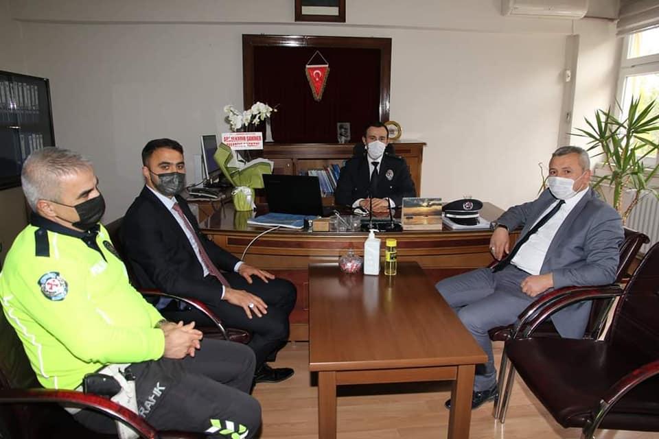 Belediye Başkan Yardımcısı Mükremin Dağaşan, Polis Haftası nedeniyle ilçemizde görev yapan polis merkezlerini ziyaret etti. | Sungurlu Haber