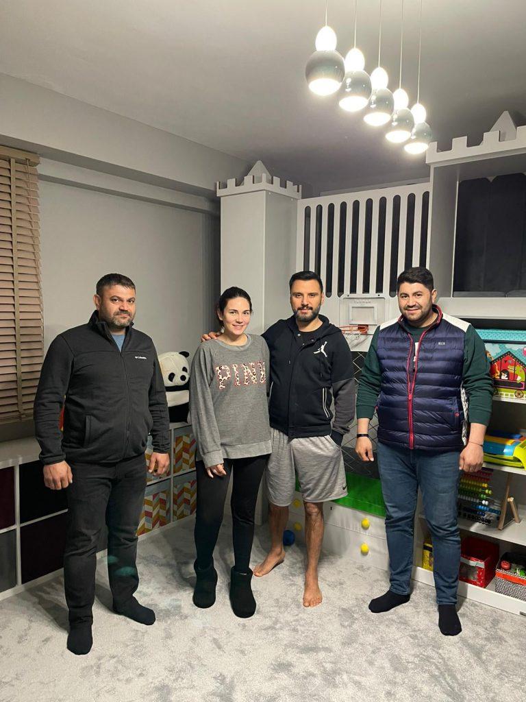 Sungurlu'da mobilya sektöründe faaliyet gösteren Albesan Mobilya, Sungurlu'da olduğu gibi Türkiye genelinde de adını duyurmaya başladı.1974 yılından itibaren Sungurlu'da başarılı işlere imza atan Albesan Mobilya, Alişan ve Buse Varol çiftinin çocukları için oyun odası tasarladı. | Sungurlu Haber